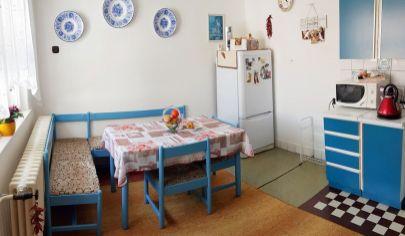 INVESTÍCIA S PERSPEKTÍVOU: 4 izbový rodinný dom na veľkorysom 1547m2 pozemku len 10km od Senca, obec Kaplna