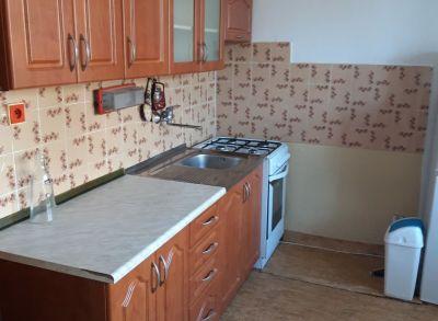Areté real - Predaj priestranného 3-izbového bytu s loggiou v dobrej lokalite v Pezinku, Svätoplukova