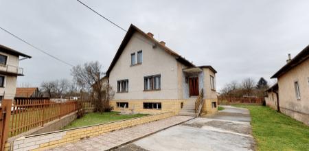 Na predaj rodinný dom s krásnou veľkou záhradou, 1758 m2