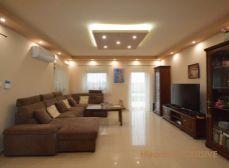 Eladó újépítésu családi ház 656 m2 telekkel, medence