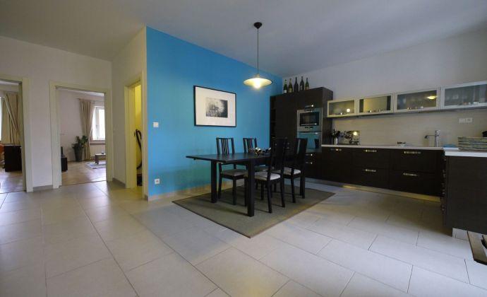Priestranný byt o výmere 94 m2 po rekonštrukcii, Panenská ulica, možnosť parkovania