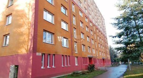 rezervované - 2i priestranný byt s balkónom v blízkosti centra Hliny VI