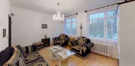 Ponúkame Vám na predaj, veľmi zachovaný 3 izbový byt o rozlohe 64m2 v Trenčín na ul. T. Vansove