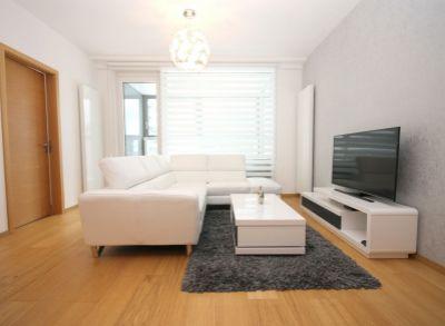 Na prenájom ponúkame 3 izbový byt v PANORAMA CITY na 7/33 poschodí s garážou. Offering for rent 3 rooms apartment on 7th/33 floor with garage.