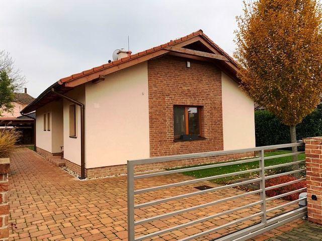 Rodinný dom-Prenájom-Slovenský Grob-880.00 €