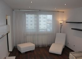 3 - izbový  byt, KOMPLETNE zrekonštruovaný so zariadením, stačí sa NASŤAHOVAŤ a môžete BÝVAŤ