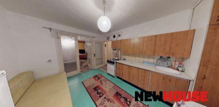 Ponúkame Vám na predaj 2 izbový byt v pôvodnom stave, o rozlohe 56m2 na ulici Kpt. Nálepku v Trenčíne