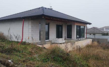Rozostavaný bungalov pri Trnave