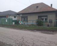 Ponúkame na predaj  starší 3 izbový rodinný dom v Gabčíkove