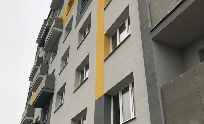 Na dlhodobý prenájom 1 izbový byt v Prievidzi s balkónom
