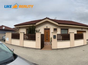 EXKLUZÍVNE- KOMPLETNE ZARIADENÝ 4 izbový rodinný dom s garážou v Slovenskom Grobe (nie Malý Raj!!!)