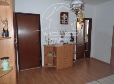 PREDAJ: veľmi pekný 3 izbový byt s loggiou