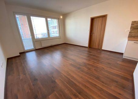 Prenájom 2 izbový byt s parkovacím státim, Zlaté krídlo - Rača , 58 m2