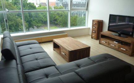 Ponúkame do prenájmu krásny, slnečný, klimatizovaný 4 izbový byt v novostavbe na Dunajskej ulici, v absolútnom centre mesta, BA I.