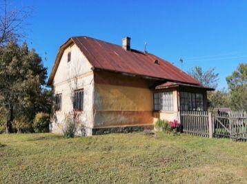 Hospodárska usadlosť 4 budovy v obci Becherov okr. Bardejov