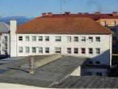 Administratívna budova s výrobnou halou v centre mesta
