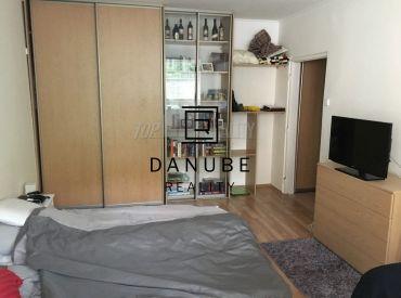 Prenájom 1 - izbového bytu na Karloveskej ulici, Bratislava - Karlova Ves.