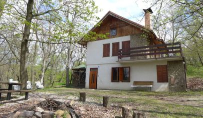 Na predaj celoročne obývateľná chata v Pezinku Kučišdorfská dolina v lese nad priehradou