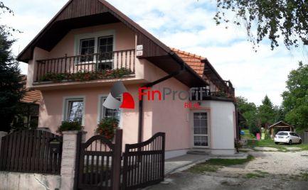 Na predaj priestranný 2 generačný dom po rekonštrukcii, Trávnica