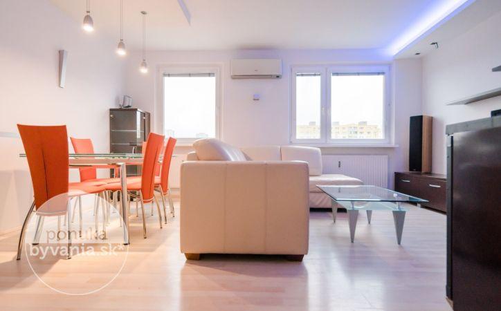 PREDANÉ - JAMNICKÉHO, 3-i byt, 71 m2 - kompletná REKONŠTRUKCIA, exkluzívny VÝHĽAD na Rakúsko
