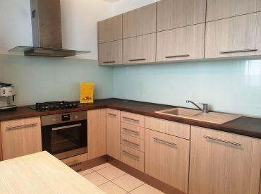 ** Na predaj 4+1 byt 81 m2 s balkónom po rozsiahlej rekonštrukcií - CENTRUM - Nové Mesto n/V