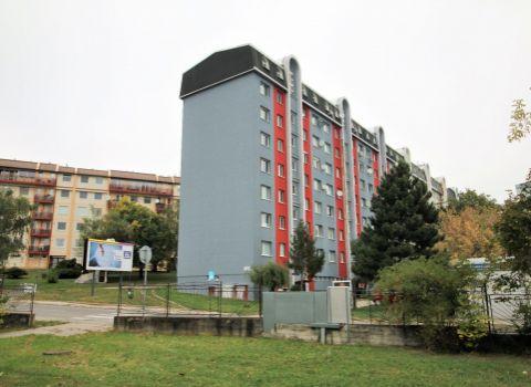 Na prenájom slnečný priestranný 2 izbový byt v príjemnom prostredí Rače