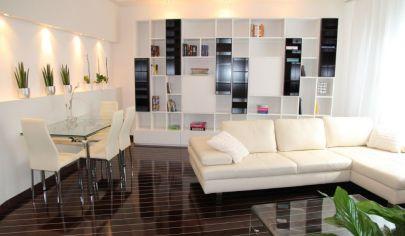 Priestranný a komplet zariadený  2,5 izbový byt 80 m2 v Starom Meste