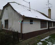 DIAMOND HOME s.r.o. Vám ponúka na predaj 2 izbový rodinný dom s peknou záhradou neďaleko od Dunajskej Stredy v obci Dolný Štál!