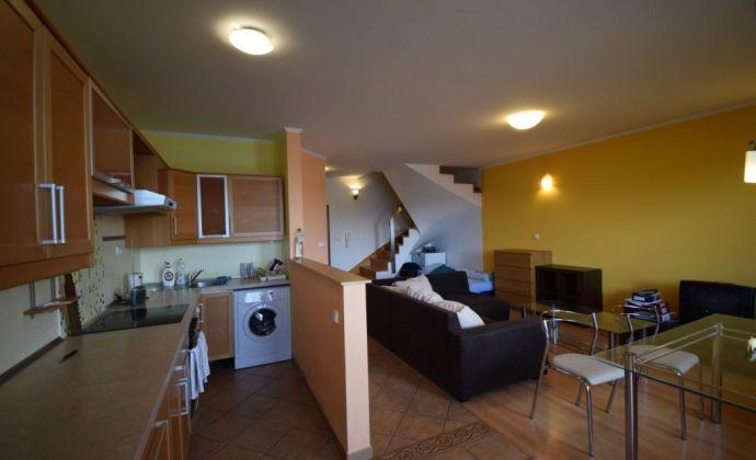 Prenájom- kompletne zariadený 3.izb. mezonetový byt (80m2) s 2 loggiami (2 x 4m2) v novostavbe Alba, Ružová dolina, Bratislava II – Nivy