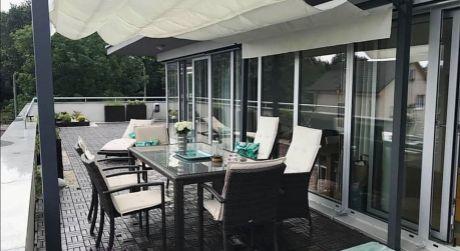 Unikátny 2 izbový byt, terasa, zimná záhrada