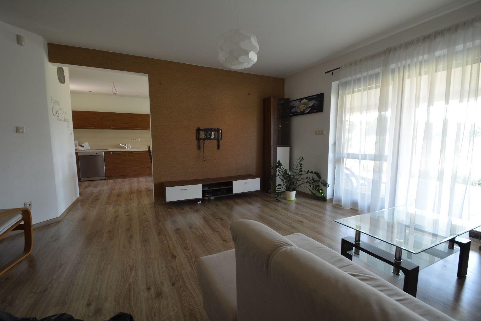 Rodinný dom-Prenájom-Špačince-800.00 €
