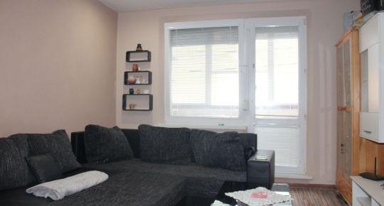 Pekný 3 - izbový byt po kompletnej rekonštrukcii aj so zariadením s loggiou.