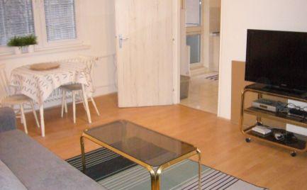Ponúkame na prenájom priestranný 2-izbový byt na Sibírskej ulici Bratislava III.-Nové Mesto pri Račianskom mýte