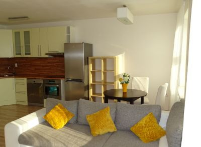 Areté real-prenájom slnečnej peknej novostavby 2 bytus balkónom,výťah,kompletne zariadený,internet,parkovacie státie pod domom
