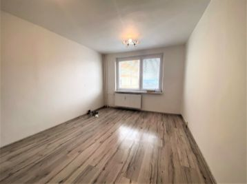 **NA PREDAJ: Zrekoštruovaný 1 a 1/2 izb. byt na ul. Skuteckého v Malackách!