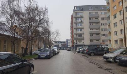 Hľadám pre klientku 2- 3 izb. byt do prenájmu v Senci + okolie, môže byť aj Bratislava