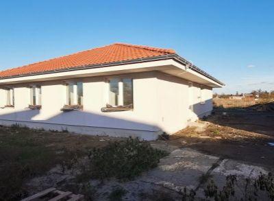 Posledný 3-izbový dvojbungalov so štandardom vrátane oplotenia v lokalite rodinných domov