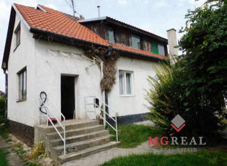 Nová cena! Na predaj rodinný dom v Hlohovci s vynikajúcou polohou a 2 020 m² pozemkom