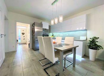 ***NOVINKA: Výnimočne zariadený 3 izb. rodinný domček v obci Láb pri Malackách!!!