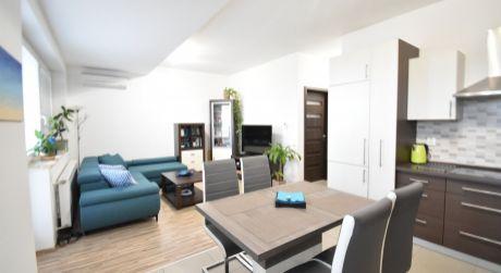 Veľký 2 - izbový byt 57m2,  loggia, klimatizácia, parkovacie miesto