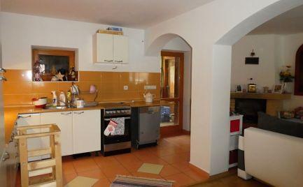 Pekný rodinný dom, čiastočne zrekonštruovaný - ihneď obývateľný - Hronec
