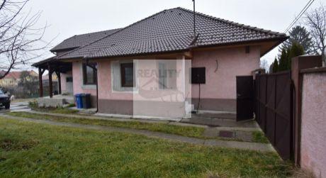 TOP PONUKA - Vynikajúci pomer ceny a stavu domu 4 - izbový 163 m2 obytná plocha, 965 pozemok -  Dunakiliti.