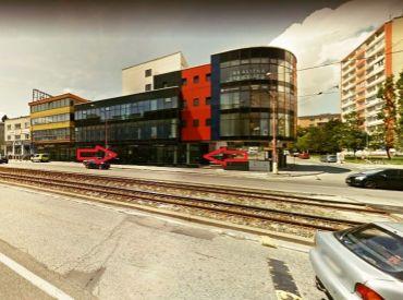 Na prenájom krásny obchodný priestor, 100 m², celopresklený výklad do ulice, Račianska ul. Bratislava III. – Nové Mesto
