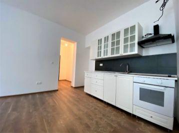 ***TOP LOKALITA: Nádherný 3 izb. byt s kuchynskou linkou v CENTRE mesta Malacky!!