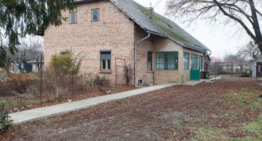 Košúty - predáme gazdovský tehlový dom na 30á pozemku
