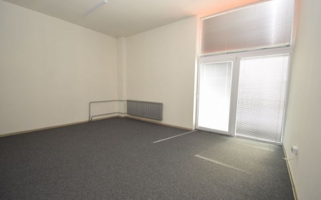 Prenájom obchodného priestoru, 200 m2, širšie centrum, Piešťany