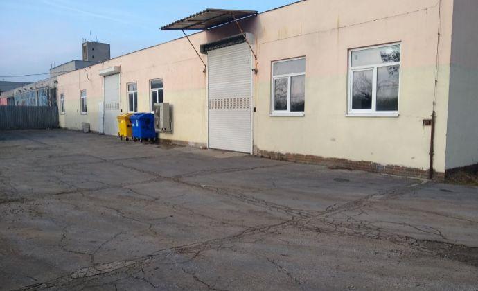 Na prenájom skladové priestory spolu s kanceláriou na ulici Ľ.Stárka v Trenčíne.
