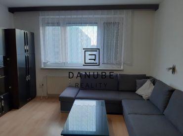 Predaj 4-izbový byt v Bratislave-Vrakuni na Poľnohospodárskej ulici.