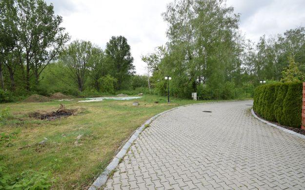 Exkluzívny stavebný pozemok /1345m2/ Banka pri Piešťanoch