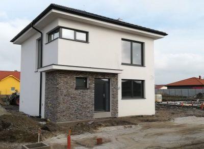 Kvalitné 5-izbové rodinné domy osadené na pekných pozemkoch-Lehnice-Sása